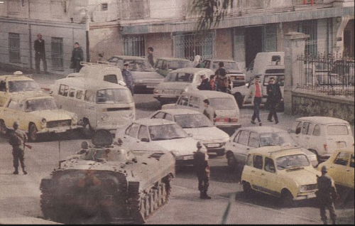Military deployed in the streets of Algiers