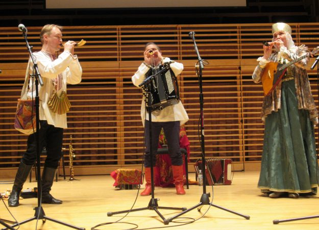 The musicians of Zolotoj Plyos play a trio on the zhaleika