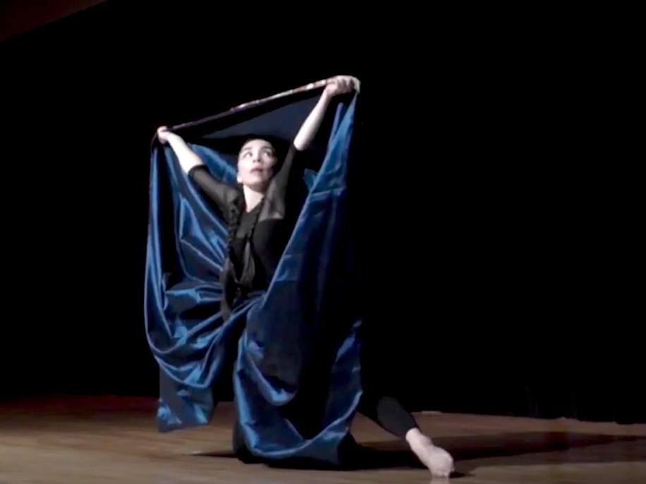 Vannia Ibarguen dancing